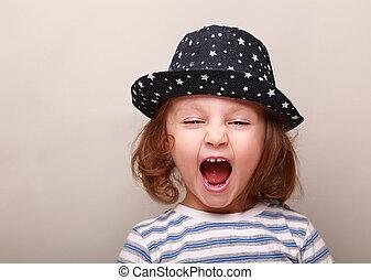 espacio abierto, sombrero, boca, plano de fondo, niña, estridente, vacío, niño
