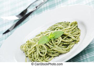 Espagueti con salsa de pesto