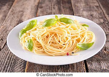 espaguetis, albahaca, placa