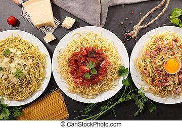 Espaguetti con salsa e ingrediente