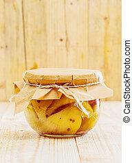 Especialidad de peras preservadas y vainilla