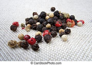 Especias de pimienta coloridas