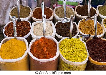 Especias en el mercado para cocinar