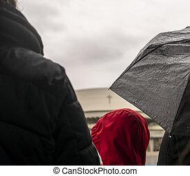 esperar, lluvia, gente, autobús, debajo