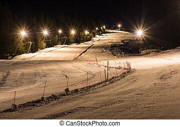Esquí nocturno en una noche clara