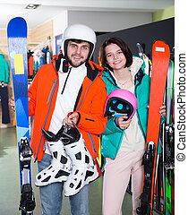 esquí, pareja, lleno, compra, engranaje