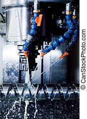 Estación de máquinas CNC en el trabajo. Milling, la industria del hilo.