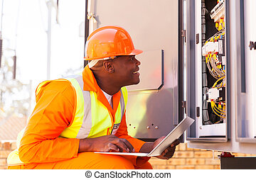 estado, electricista, verificar, máquina, automatizado, africano