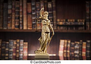Estatua antigua de justicia, ley, libros de antecedentes