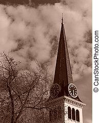 Esteeple de la vieja iglesia de Inglaterra