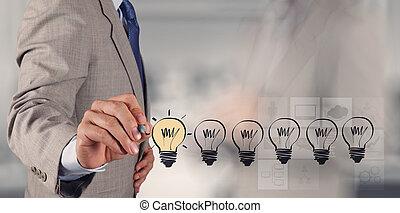 Estrategia de negocios creativa a mano con bombilla como cebo