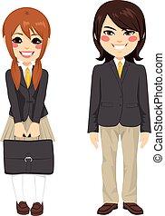 Estudiantes japoneses de pie