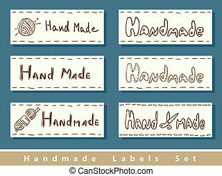 Etiquetas hechas a mano.
