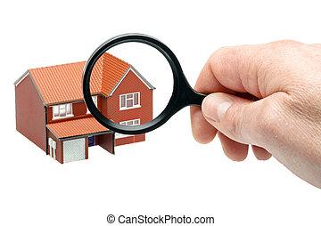 Examinando una casa