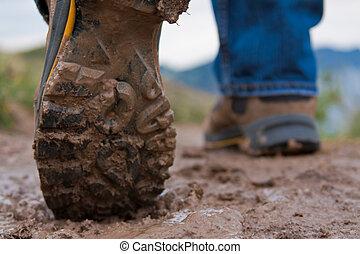 excursionismo, fangoso, botas