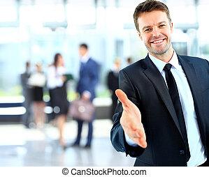 exitoso, dar, hombre de negocios, retrato, mano