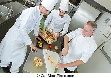 experimentado, aprendices, juntos, chef, cocina