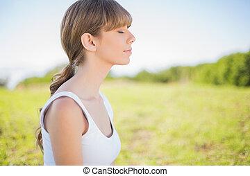 exterior, mujer, joven, relajante, pacífico