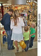 Familia en la tienda