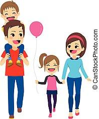 Familia feliz caminando