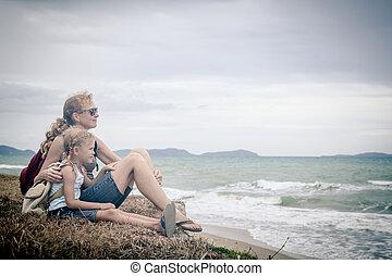 familia , sentado, time., playa, día, feliz
