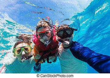 familia , snorkeling