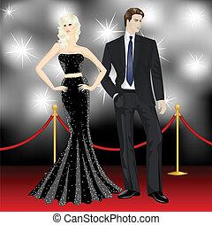 Famosa pareja de lujo, mujer de moda y hombre elegante frente a los paparazzi en la alfombra roja