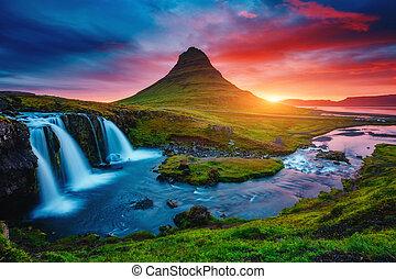 fantástico, volcano., cascada, europe., tarde, famoso, islandia, lugar, kirkjufell, kirkjufellsfoss, ubicación