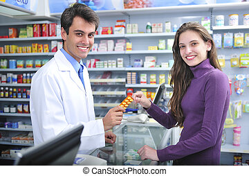 Farmacéutico y cliente en farmacia
