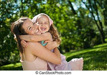 Felicidad, madre con su hijo