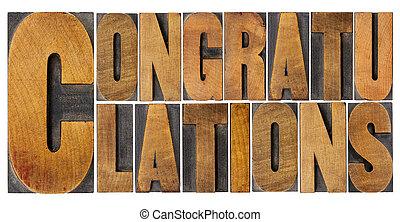 Felicitaciones en el tipo de madera