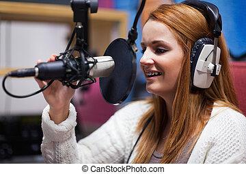 Feliz anfitrión de radio