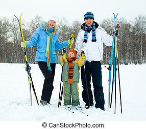 Feliz esquí de familia