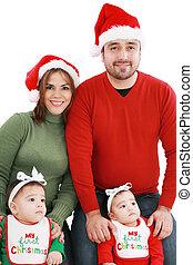 Feliz familia en trajes de Navidad