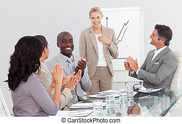 Feliz grupo de gente de negocios