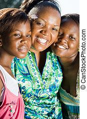 Feliz madre africana