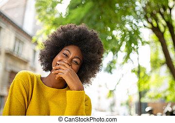 feliz, niña, pelo, reír, afro, negro, exterior
