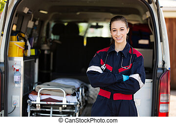 Feliz paramédico femenina