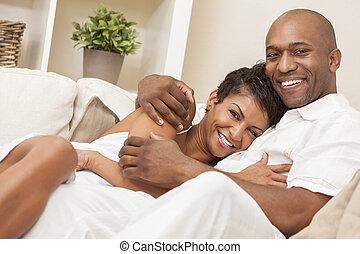 Feliz pareja afroamericana