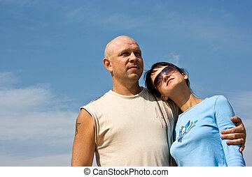 Feliz pareja de jóvenes.