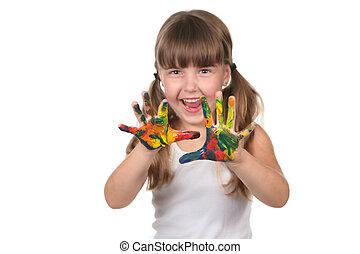 Feliz preescolar con las manos pintadas