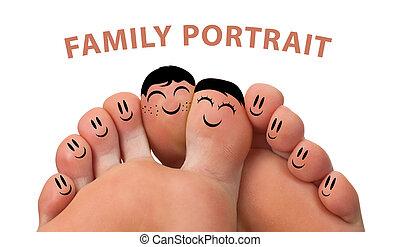 Feliz retrato de familia de las sonrisas de los dedos
