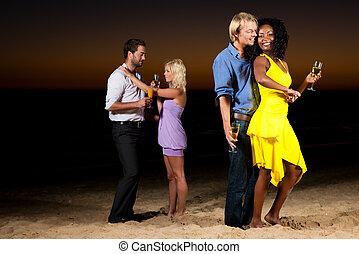 Fiesta y baile en la playa