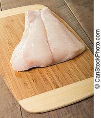 Filetes de halibut frescos listos para cocinar