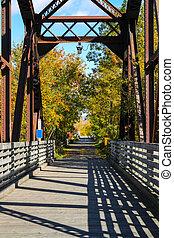 Fin del puente en otoño