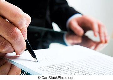 Firmando documentos de negocios