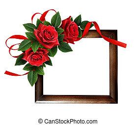 Flores rosas rojas y moño de seda