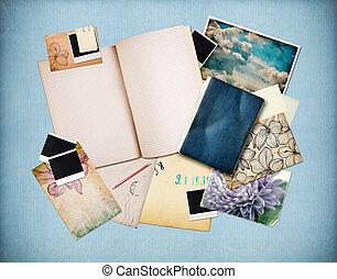 Formularios con papel viejo, cartas y fotos instantáneas