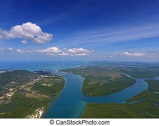 Foto aérea de estuarios y estrechos