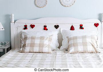 Foto de cómoda cama doble en el dormitorio